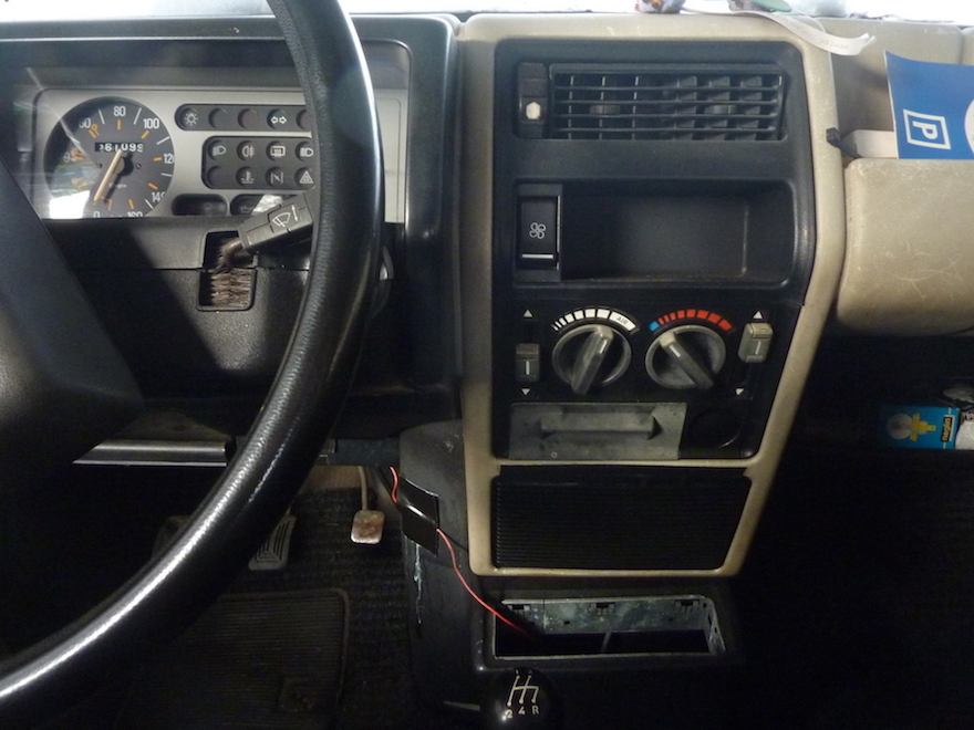 renault-5-radio-console
