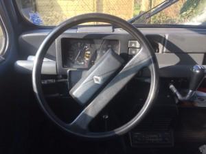 5 Renault 4 dashboard